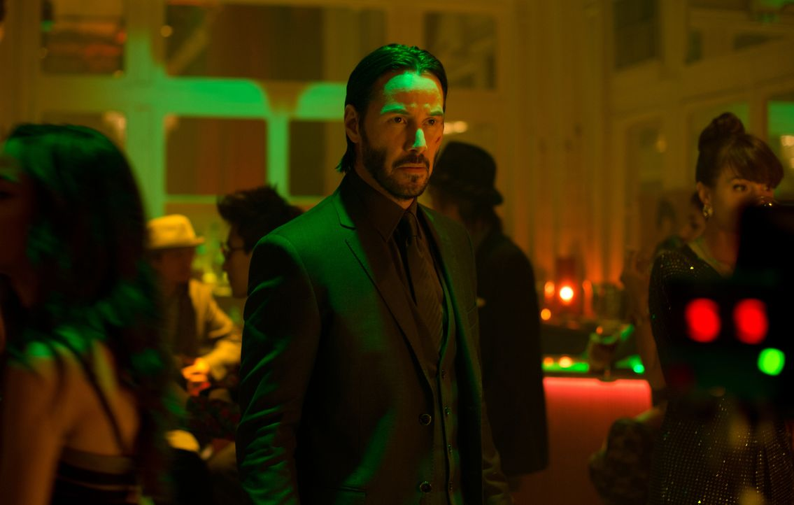 Lässt sich auch von einer Überzahl an Gegnern nicht davon abbringen, den Mörder seines Welpen zu töten: Hitman John Wick (Keanu Reeves) ... - Bildquelle: 2014 SUMMIT ENTERTAINMENT, LLC. ALL RIGHTS RESERVED.