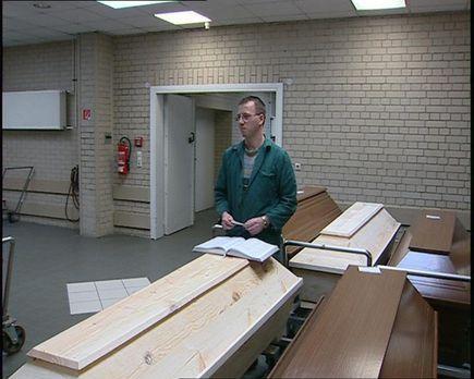 24 Stunden - Feuerbestatter im Krematorium Potsdam: Frank Bachmann ... - Bild...