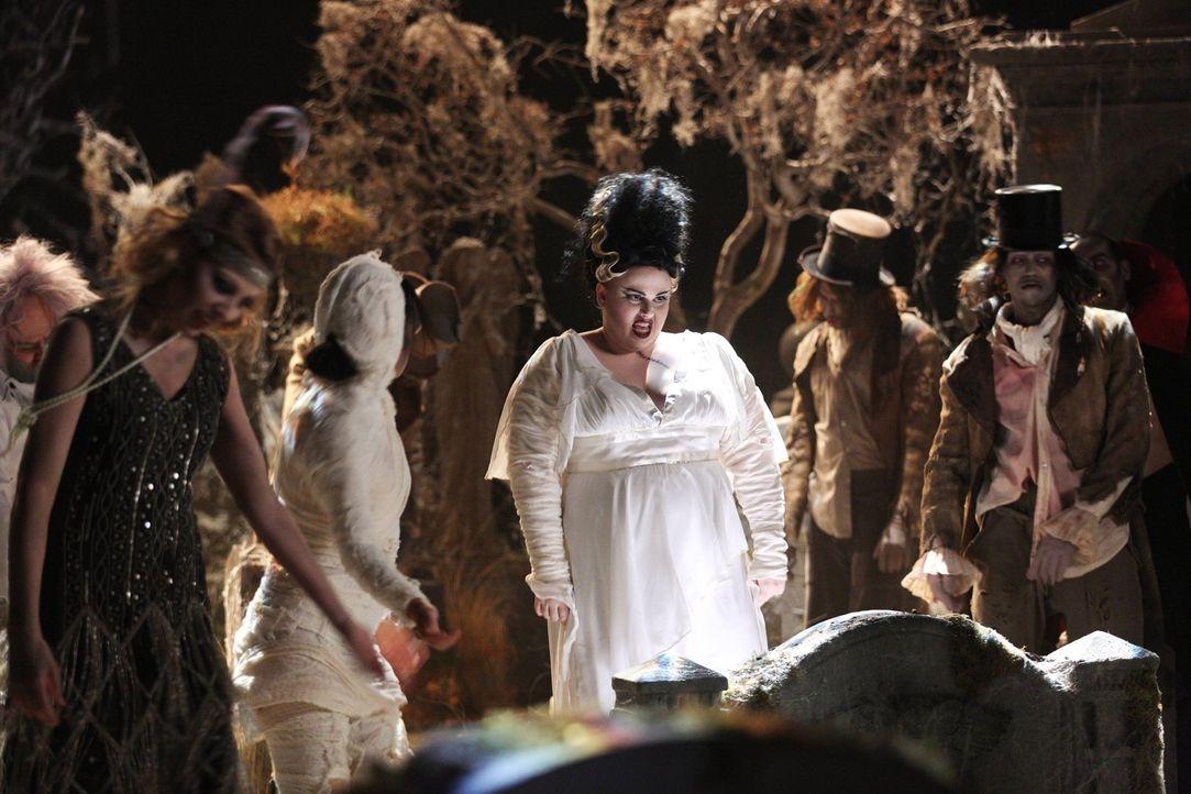 Kimmie (Rebel Wilson, M.) hat's voll erwischt. Wird sie an Halloween endlich mit der Sprache rausrücken? - Bildquelle: Warner Brothers