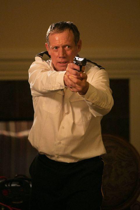 Bekommt es mit der Rache von Francis Gibson zu tun: General Osborne (Frederic Lehne) ... - Bildquelle: 2013-2014 NBC Universal Media, LLC. All rights reserved.