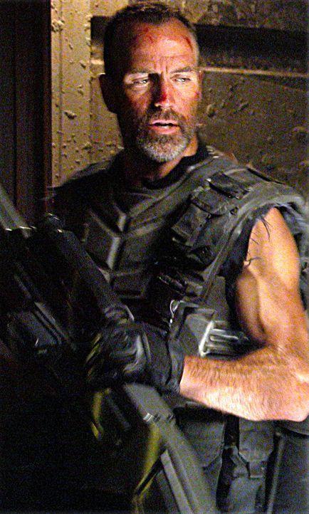 Als erstes lässt Captain Dax (Richard Burgi) die alten Verteidigungsanlagen wieder reaktivieren. Und schon beim nächsten Angriff der Bugs geht ein... - Bildquelle: Sony Pictures