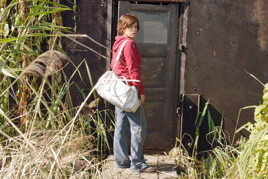Susanne (Muriel Baumeister) kehrt an den Ort ihrer Kindheit zurück, um dort ihr neues Leben zu beginnen. Weit entfernt von ihrem bisherigen Zuhause... - Bildquelle: Hardy Spitz Sat.1