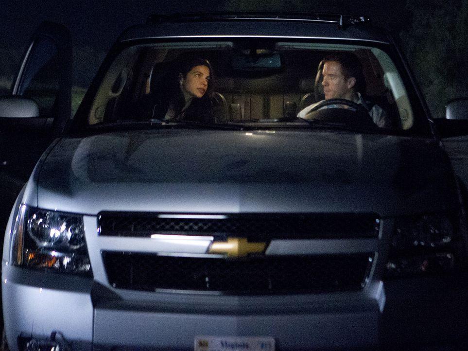 Brody (Damian Lewis, r.) hält seine Tarnung gegenüber Roya (Zuleikha Robinson, l.) nicht mehr durch und kündigt die Zusammenarbeit mit der CIA ... - Bildquelle: 20th Century Fox International Television