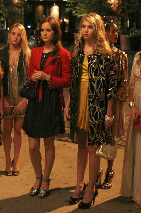 Dass Blair (Leighton Meester, l.) sie lediglich ausnutzt, ist Jenny (Taylor Momsen, r.) noch nicht bewusst ... - Bildquelle: Warner Brothers