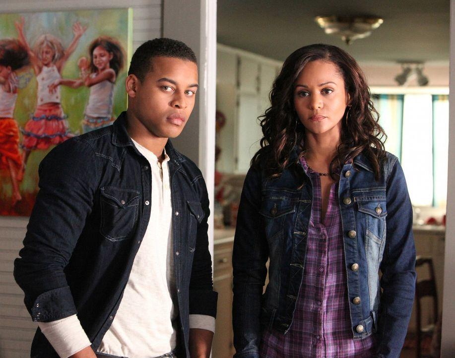 Bonnie und Elena treffen auf Abby (Persia White, r.) und Jamie (Robert Richard, l.), den Abby vor einigen Jahren bei sich aufgenommen hat ... - Bildquelle: Warner Brothers