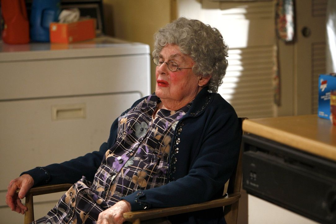 Klappt Franks Idee, den Busfahrer Perry (Don Perry) als Tante Ginger auszugeben? - Bildquelle: 2010 Warner Brothers