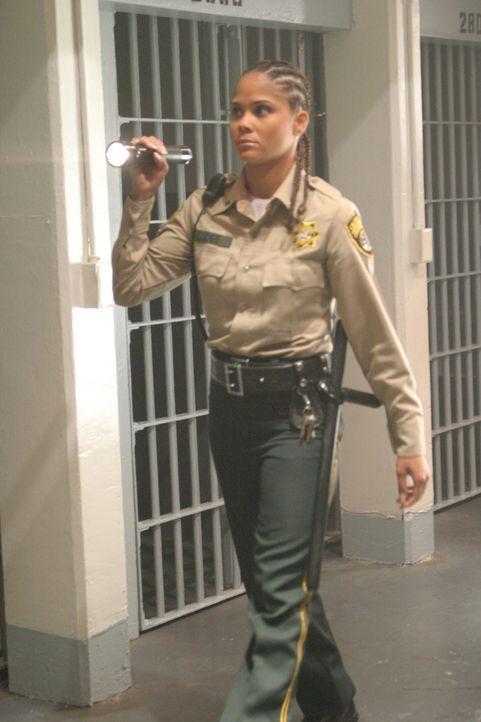 Kann Lt. Elaine Lodge (Patrice Fisher) Michael von seinem grausamen Vorhaben abhalten? - Bildquelle: 2004 Sony Pictures Home Entertainment Inc. All Rights Reserved.