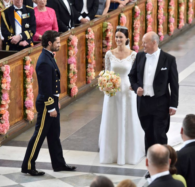 Hochzeit-Prinz-Carl-Philip-Sofia-Hellqvist-15-06-13-1-dpa - Bildquelle: dpa