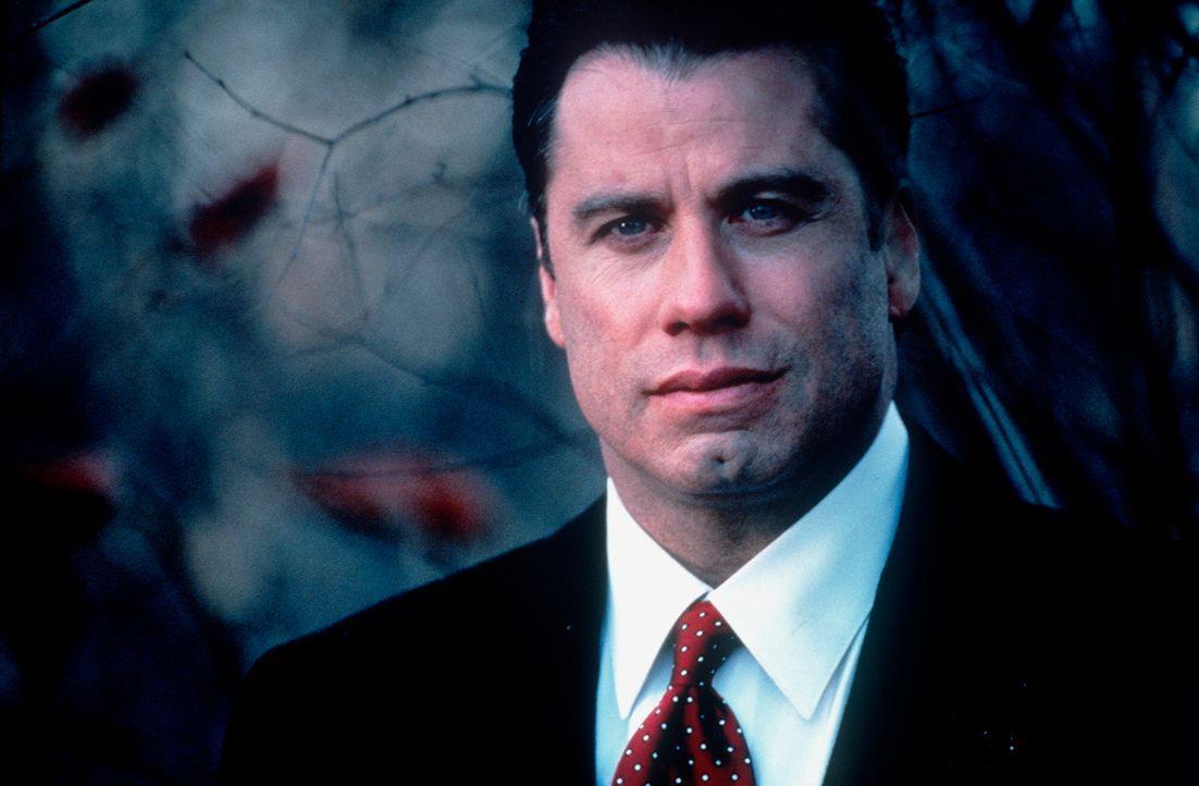 Lange Zeit glaubt der blasierte Anwalt Jan Schlichtmann (John Travolta), dass die Gerechtigkeit lediglich ein Frage von der besseren Taktik, den erf... - Bildquelle: Paramount Pictures