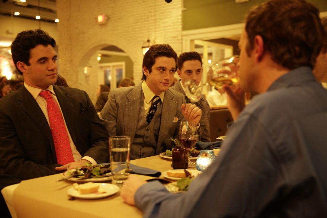 """Der ambitionierte Student und Hochstapler Joe Hunt (l.) ruft gemeinsam mit seinen reichen Kommilitonen den Investmentclub """"Billionaires Boys Club"""" i... - Bildquelle: 2016 AMS Pictures. All Rights Reserved"""
