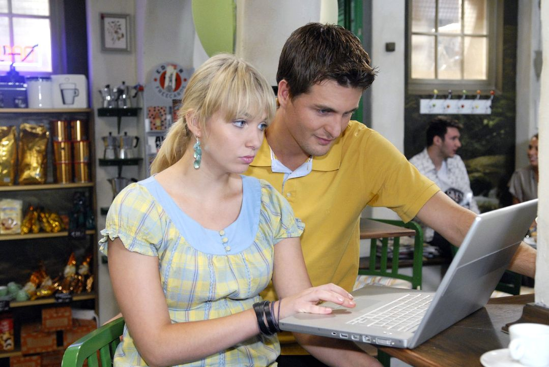 Lily (Jil Funke, l.) braucht einen Extra-Job, um ihr teures Studium in London finanzieren zu können. Gemeinsam mit Lars (Alexander Klaws, r.) macht... - Bildquelle: Sat.1