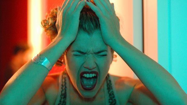 Babsi (Anke Engelke) ist einem Nervenzusammenbruch nahe, als sie erlebt, dass...