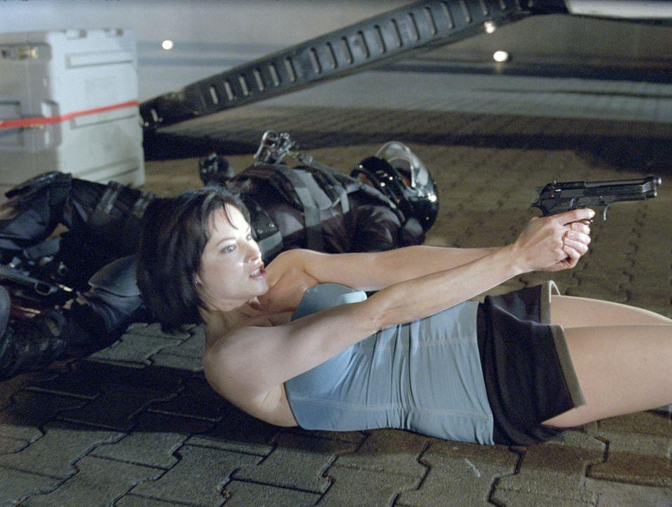 Kaum als Angehörige der Umbrella Corporation-Spezialeinheit S.T.A.R.S. degradiert, da beschließt Jill Valentine (Sienna Guillory) auch schon, dies... - Bildquelle: Constantin Film