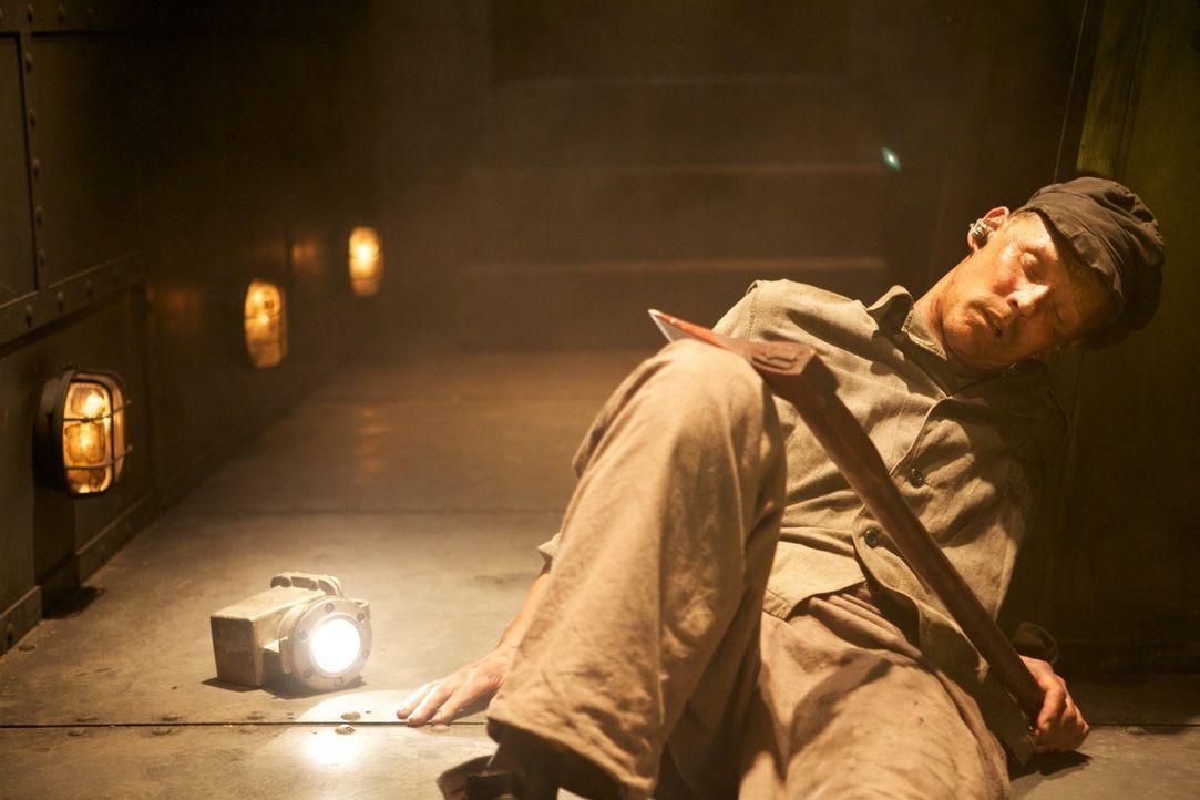 Hat Michael Stafford (Krisjanis Salmins) noch eine Überlebenschance, oder ist er im Bauch der Titanic für immer gefangen? - Bildquelle: CJ December Dangerous Films Ltd