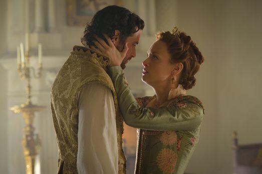 Reign - Elizabeth (Rachel Skarsten, r.) macht sich Sorgen, dass sie ihren gel...