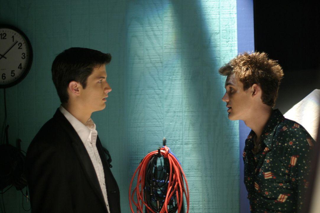 Nathan (James Lafferty, l.) und Chris (Tyler Hilton, r.) geraten gehörig aneinander - Auslöser ist Haley ... - Bildquelle: Warner Bros. Pictures