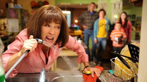 Nachdem Frankie (Patricia Heaton) aus Versehen Axls Fußnägel verspeist hat, v...