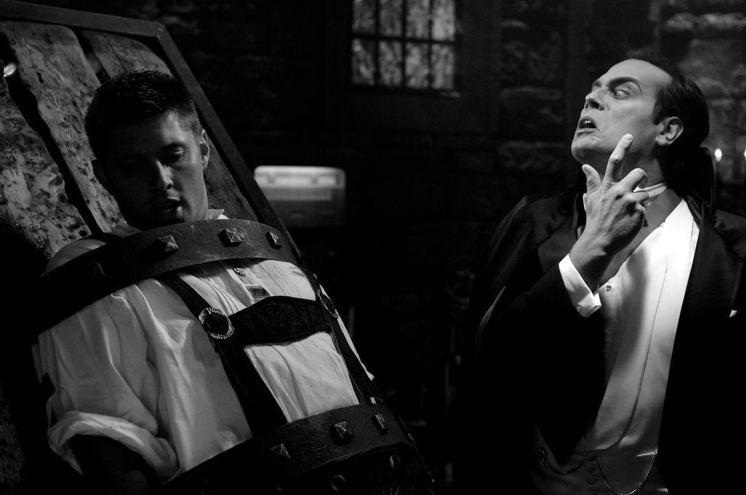 Bei der Aufklärung einer mysteriösen Mordserie gerät Dean (Jensen Ackles, l.) in die Fänge des Draculas (Todd Stashwick, r.) ... - Bildquelle: Warner Bros. Television