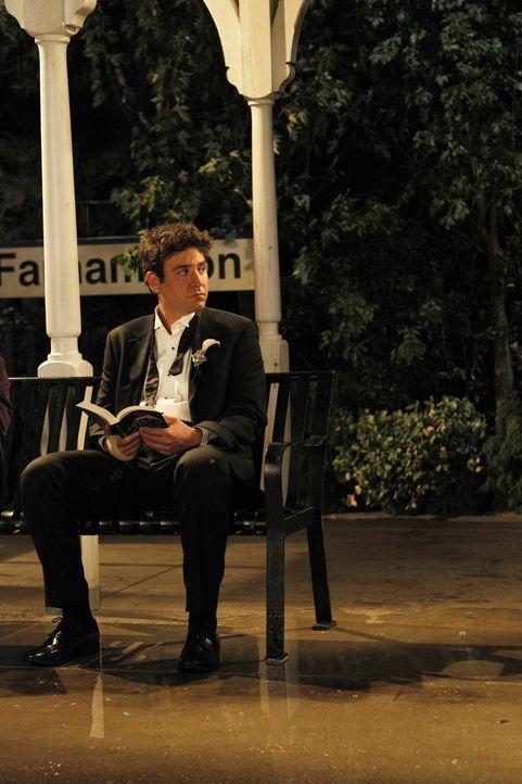 Sitzt am Bahnhof Farhampton und schüttet einer fremden Frau sein Herz aus: Ted (Josh Radnor) ... - Bildquelle: 20th Century Fox International Television