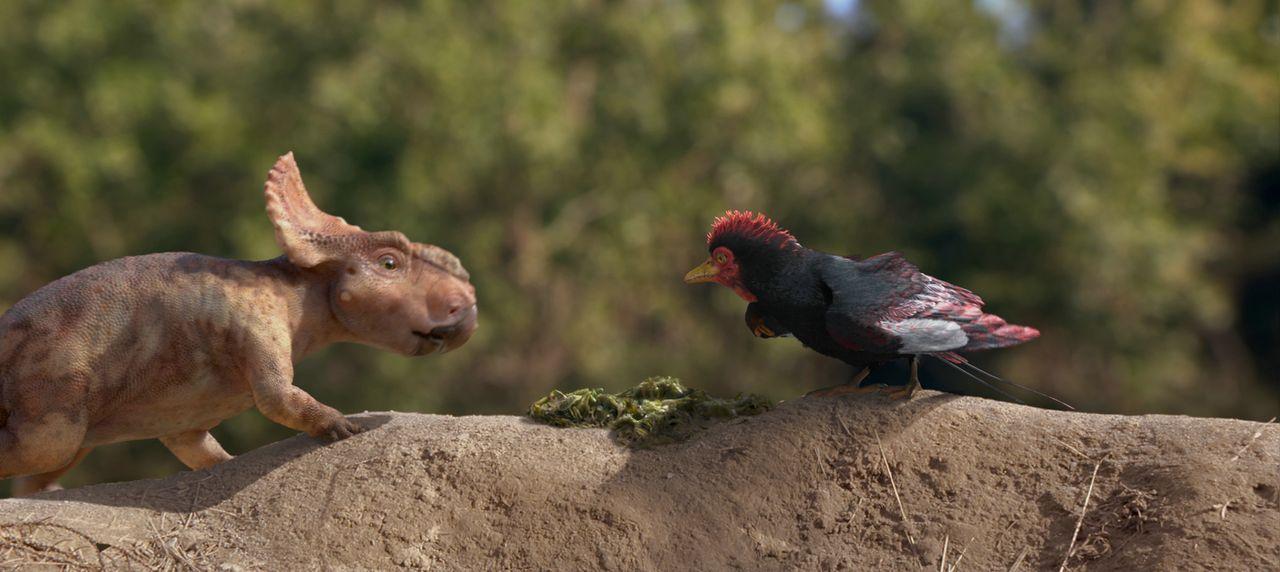 Schon als kleiner Dino hat es Patchi (l.) nicht einfach, doch seine Freundschaft mit dem lustigen Urzeitvogel Alex (r.) bringt ihn durch manch schwi... - Bildquelle: 2013 Constantin Film Verleih GmbH.