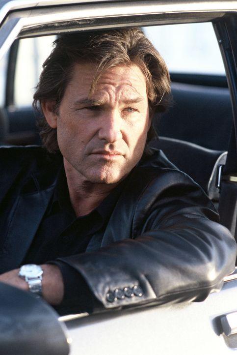 Die Ermittlungsmethoden von Eldon Perry (Kurt Russell) gelten als rüde ... - Bildquelle: Tobis Film