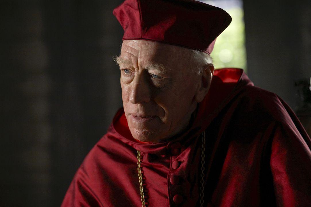 Ist von König Henrys grausamen Taten entsetzt: Cardinal Von Waldburg (Max von Sydow) ... - Bildquelle: 2009 TM Productions Limited/PA Tudors Inc. An Ireland-Canada Co-Production. All Rights Reserved.