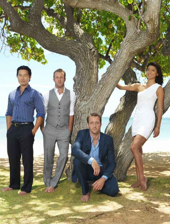 (2. Staffel) - Im Kampf gegen das organisierte Verbrechen auf Hawaii: Steve McGarrett (Alex O'Loughlin, 2.v.r.), Danny Williams (Scott Caan, 2.v.l.)... - Bildquelle: TM &   CBS Studios Inc. All Rights Reserved.