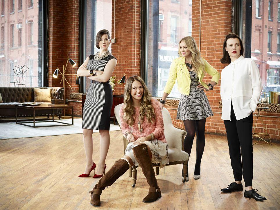 (1. Staffel) - Nachdem Maggie (Debi Mazar, r.) ihre beste Freundin Liza (Sutton Foster, 2.v.l.) dazu gebracht hat, sich einfach ein paar Jahre jünge... - Bildquelle: Hudson Street Productions Inc 2015