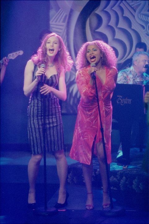 Sorgen für Stimmung: Hope (Alicia Witt, l.) und Renee (Lisa Nicole Carson, r.) ... - Bildquelle: 2000 Twentieth Century Fox Film Corporation. All rights reserved.