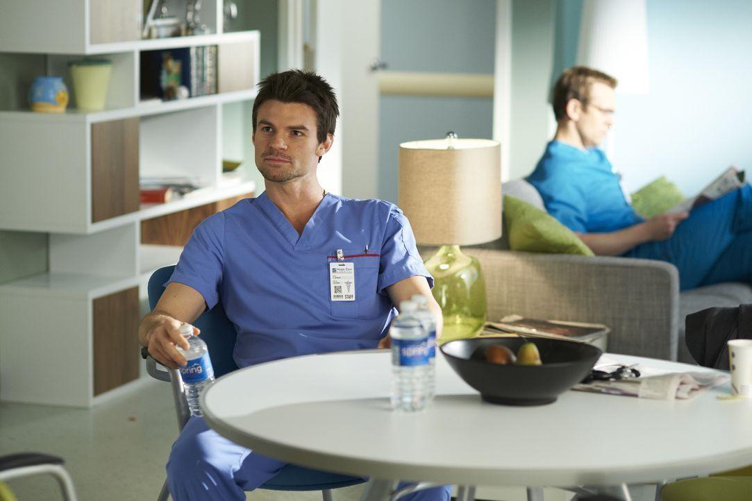 Ein Patient, der sein Gedächtnis verloren hat, bereitet Dr. Joel Goran (Daniel Gillies) und seinen Kollegen Sorgen ... - Bildquelle: 2012  Hope Zee One Inc.