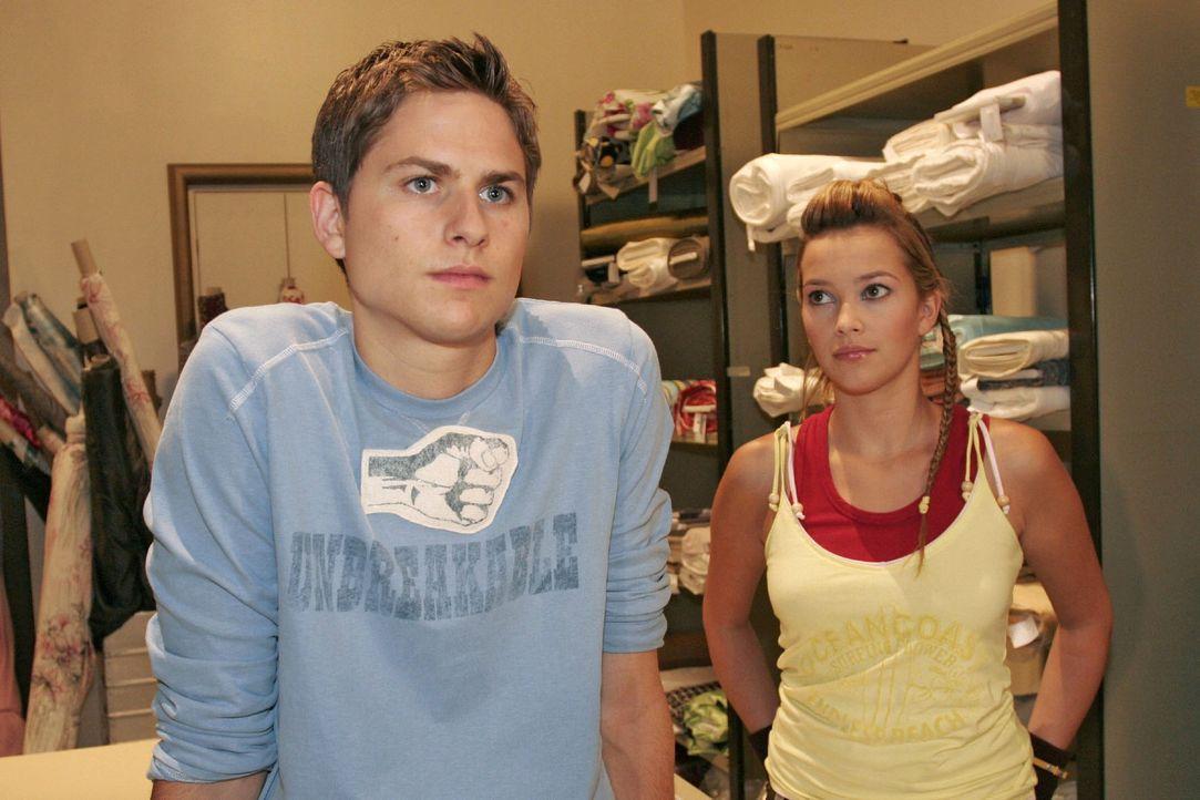 Timo (Matthias Dietrich, l.) lässt seinem Frust über Kims Verhalten bei Hannah (Laura Osswald, r.) freien Lauf. - Bildquelle: Noreen Flynn Sat.1