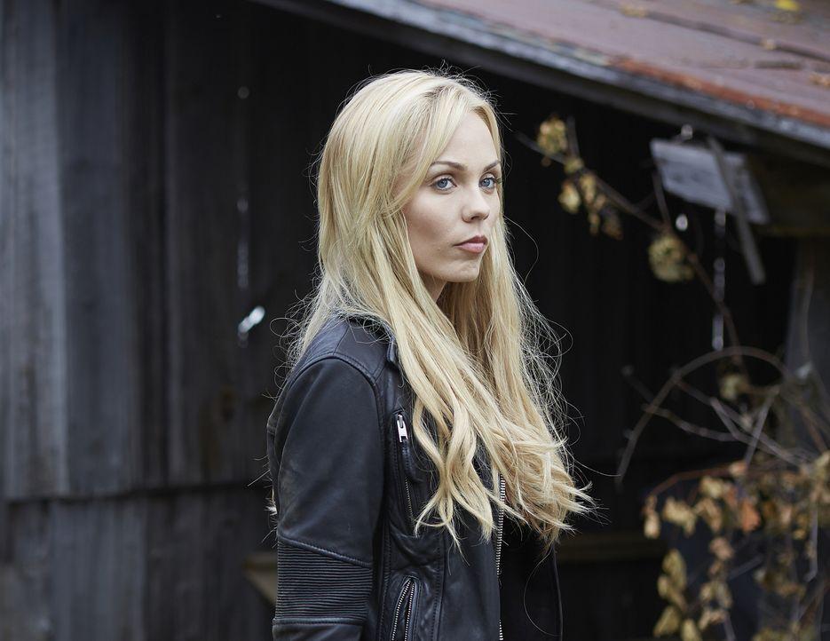 Elena (Laura Vandervoort) ahnt bereits, dass ein blutiger Kampf auf das Rudel wartet ... - Bildquelle: 2015 She-Wolf Season 2 Productions Inc.