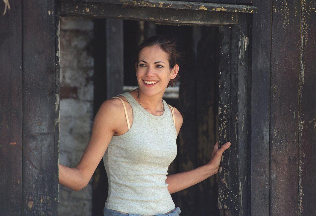 Johanna (Bettina Zimmermann) geht mit Feuereifer an die Renovierung ihrer baufälligen Behausung ... - Bildquelle: Stefan Erhard Sat.1