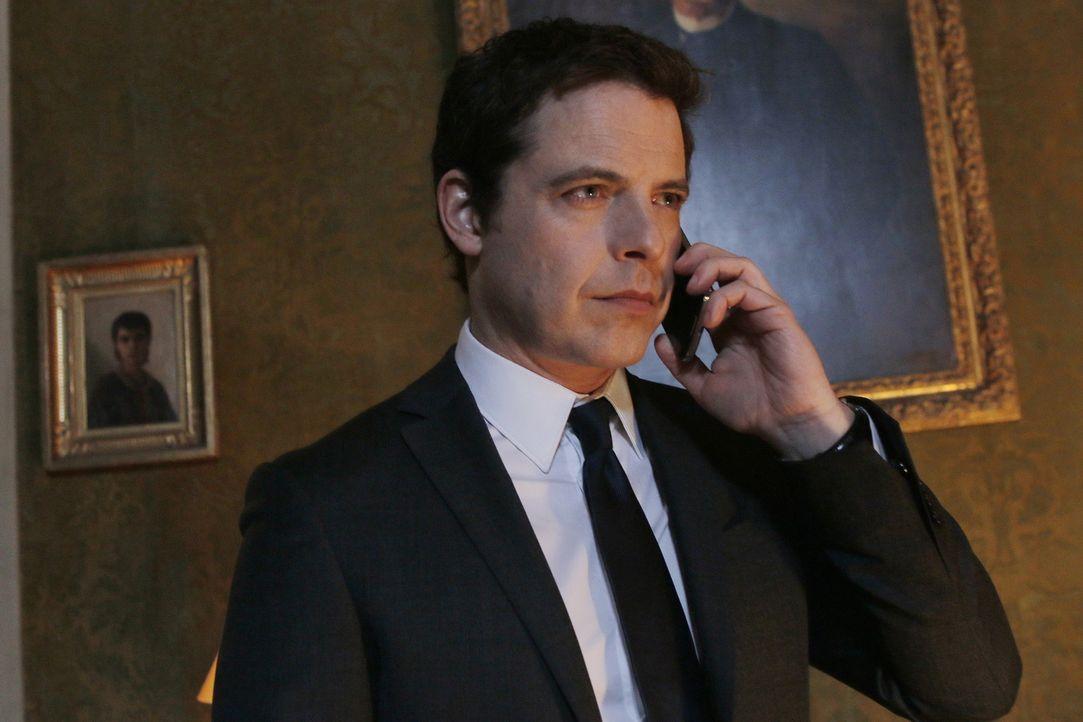 Weiß Vincent (Ron Reznik) als Besitzer des Hotels mehr über die Morde, die auf dem Kriminologie-Seminar geschehen? - Bildquelle: 2014 BEAUBOURG AUDIOVISUEL
