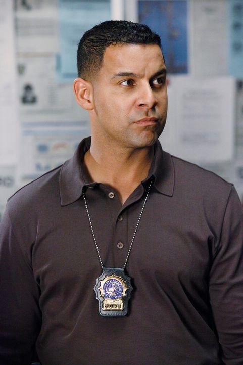 Javier Esposito (Jon Huertas) kann nicht glauben, dass sein früherer Partner, den er für tot gehalten hat, am Leben ist und nun selbst einen Mord be... - Bildquelle: ABC Studios