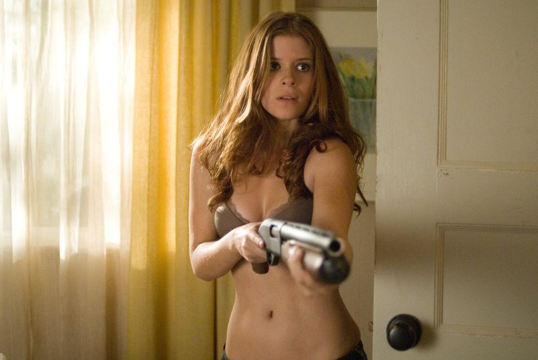 Die attraktive Sarah (Kate Mara) riskiert alles, um dem ehemaligen Scharfschützen Swagger bei seiner Flucht zu helfen ... - Bildquelle: Copyright   2007 by PARAMOUNT PICTURES. All Rights Reserved.