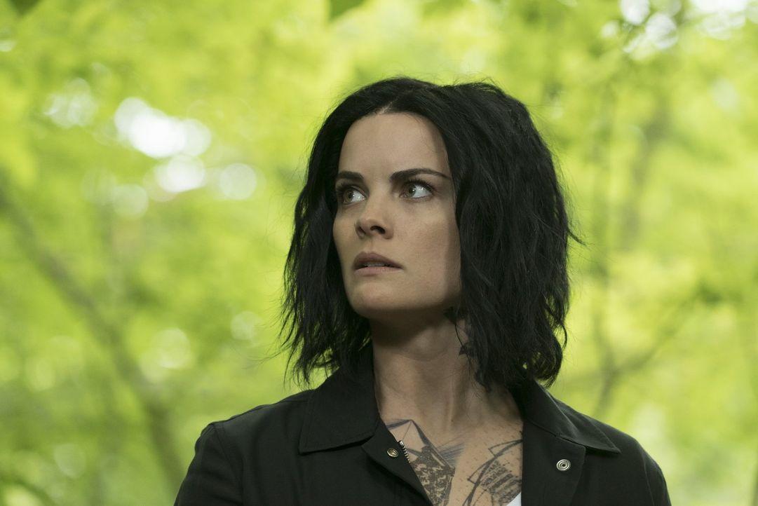 """In der Bredouille: Jane (Jaimie Alexander) soll aus Loyalitätsgründen einen von ihr einst rekrutierten Ingenieur erschießen, der im Auftrag von """"San... - Bildquelle: Warner Brothers"""