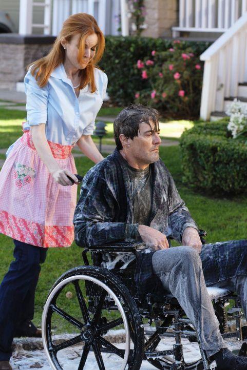 Während Lynette und Tom eine Therapie machen, gehen Bree (Marcia Cross, l.) bei Orson (Kyla MacLachlan, r.) die Nerven durch ... - Bildquelle: ABC Studios