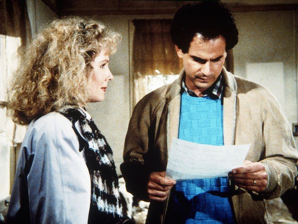 Todd (David Eisner, r.) liest Zoe (Laurie Prange, l.) den Abschiedsbrief seines Großvaters vor. - Bildquelle: Worldvision Enterprises, Inc.