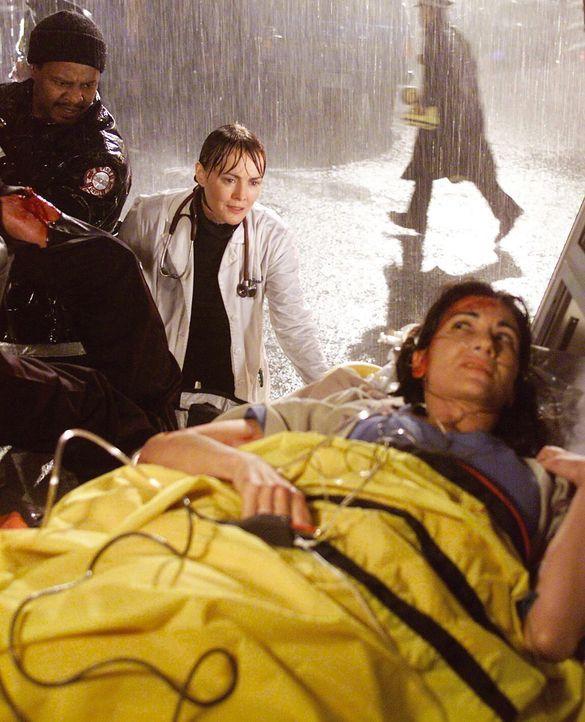 Ein heftiges Unwetter fegt über Chicago hinweg, und Dr. Weaver (Laura Innes, M.) versucht, der hochschwangeren Vicky (Nina Landey) zu helfen ... - Bildquelle: TM+  WARNER BROS.