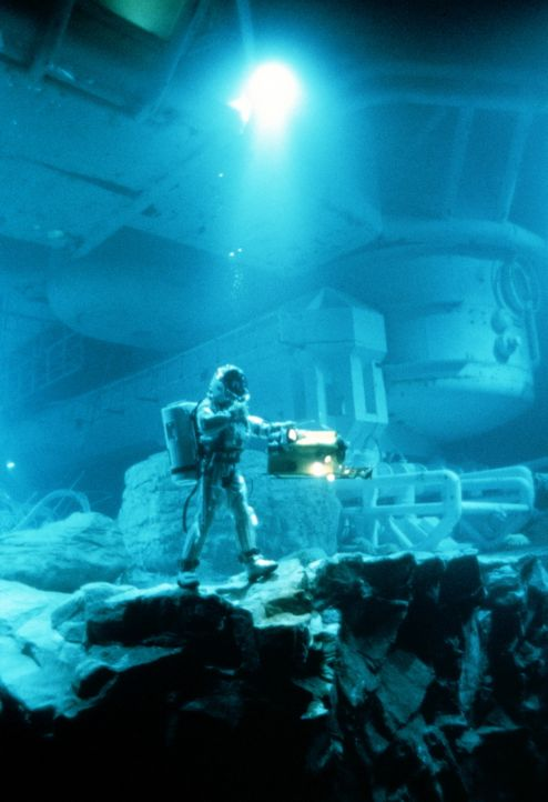 In den Tiefen des Ozeans macht Bud Brigman (Ed Harris) eine unglaubliche Entdeckung  ... - Bildquelle: 20th Century Fox