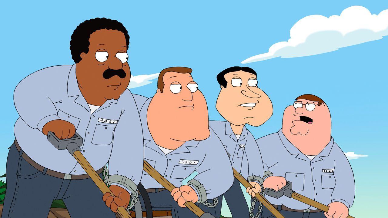Nachdem sich Peter (r.), Cleveland (l.), Joe (2.v.l.) und Quagmire (2.v.r.) einem Cop gegenüber danebenbenehmen, landen sie im Arbeitslager ... - Bildquelle: 2011 Twentieth Century Fox Film Corporation. All rights reserved.