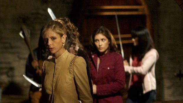 Buffy (Sarah Michelle Gellar, l.) und Kennedy (Iyari Perez Limon, r.) müssen...