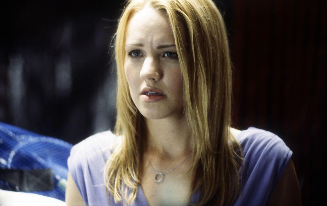 So einen harten Umgangston ist die verwöhnte Millionärstochter Rochelle Davis (Brianne Davis) nicht gewöhnt. Aber Terroristen sind nun mal ein ander... - Bildquelle: Cinetel Films