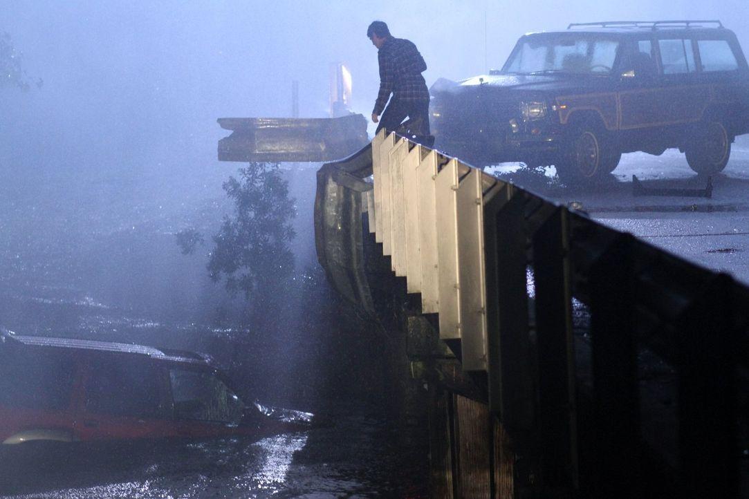 Kann Julian (Austin Nichols) verhindern, dass in dieser stürmischen Nacht jemand stirbt? - Bildquelle: Warner Bros. Pictures