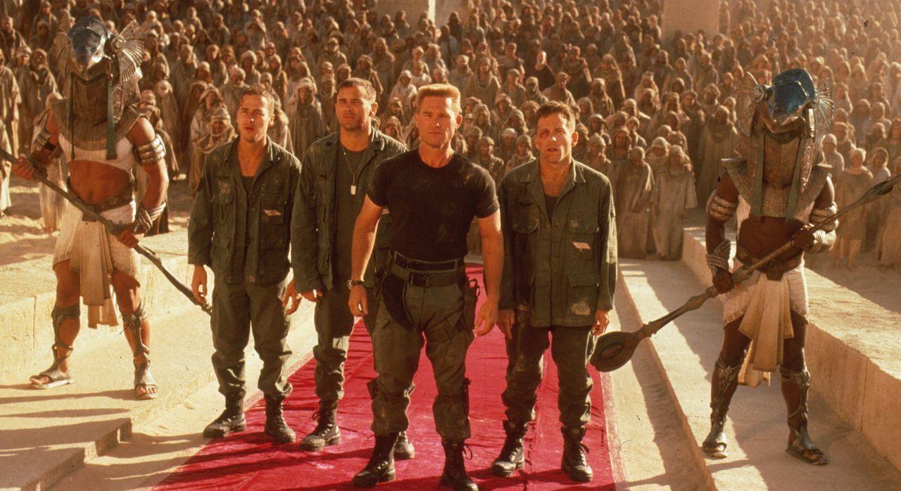 Sein Auftrag lautet: Stargate vernichten, sofern sich am anderen Ende Sicherheitsrisiken finden, die dies notwendig machen! Doch Colonel Jack O'Neil...