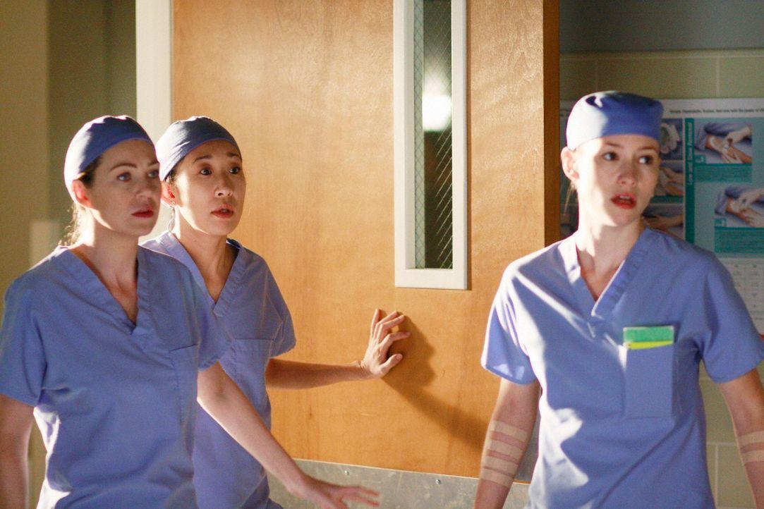 Lexie (Chyler Leigh, r.) und ihre Kollegen experimentieren weiter an sich herum, bis es bei einer Kollegin zu einer Komplikation kommt und nur noch... - Bildquelle: Touchstone Television