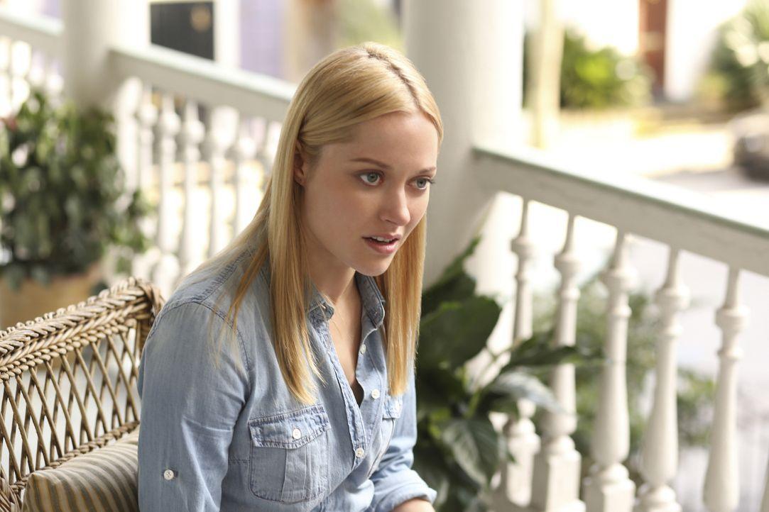 Die junge Polizistin Lee Anne Marcus (Georgina Haig) bittet Anwältin Jamie Sawyer verzweifelt um Hilfe. Sie erzählt ihr, dass sie beim Charleston Po... - Bildquelle: 2013 CBS BROADCASTING INC. ALL RIGHTS RESERVED.