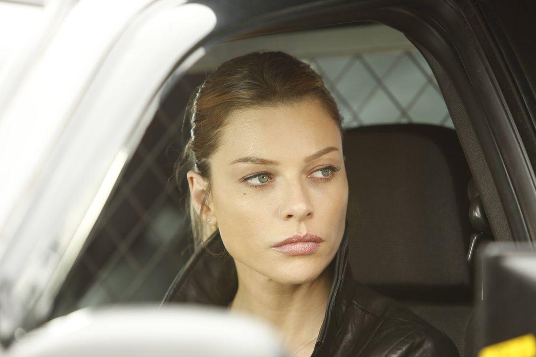 Bei ihrem neusten Fall muss sich Chloe (Lauren German) mit einem Raub auseinandersetzen und wird sogar von Lucifer im Stich gelassen, als diesem der... - Bildquelle: 2016 Warner Brothers