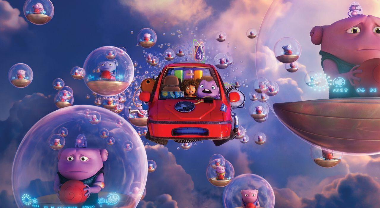 Der tollpatschige Außerirdische Oh (M.r.) versucht, gemeinsam mit dem coolen jungen Mädchen Tip (M.l.), die Erde vor einer Invasion zu retten - die... - Bildquelle: 2015 DreamWorks Animation, L.L.C.  All rights reserved.